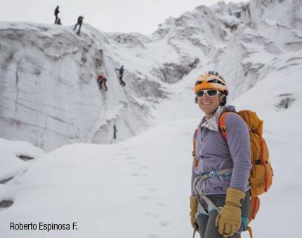 mujer montañista